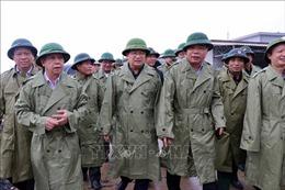 Phó Thủ tướng Trịnh Đình Dũng kiểm tra công tác chuẩn bị ứng phó với bão số 5 tại Thừa Thiên - Huế