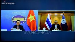 Phó Thủ tướng, Bộ trưởng Ngoại giao Phạm Bình Minh hội đàm trực tuyến với Thái Lan