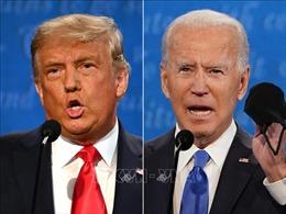 Chủ đề dịch COVID-19 làm 'nóng' cuộc tranh luận giữa hai ứng cử viên tổng thống Mỹ