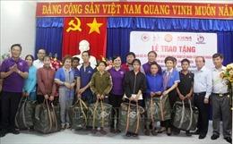 Trao tặng 500 áo phao cứu sinh cho ngư dân Phú Yên