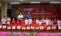 Trung thu ấm áp với trẻ em vùng đồng bào dân tộc thiểu số khó khăn