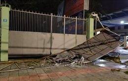 Đà Nẵng có 90 nhà tốc mái, một người bị thương