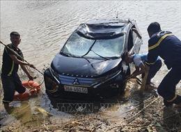 Ô tô mất lái lao xuống sông Mã làm 3 người tử vong