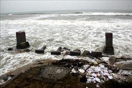 Nước lũ dâng cao làm ngập một số đoạn trong phố cổ Hội An