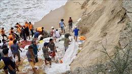 Hàng nghìn lượt người tham gia khắc phục sạt lở bờ biển tại Thừa Thiên - Huế