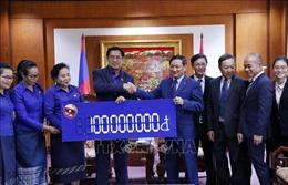 Thanh niên Lào hỗ trợ người dân miền Trung Việt Nam khắc phục hậu quả thiên tai