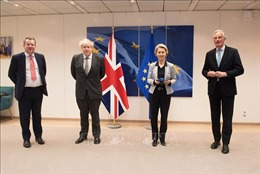 Đàm phán Anh và EU vẫn bế tắc khi hạn chót sắp hết, lãnh đạo hai bên điện đàm khẩn