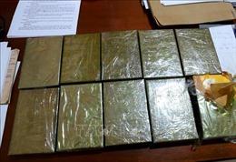Bắt 2 đối tượng vận chuyển trái phép 10 bánh heroin