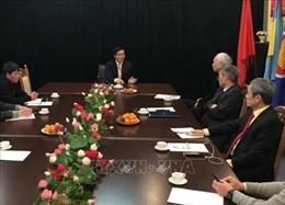 Đại sứ Nguyễn Hồng Thạch gặp mặt đại diện cộng đồng người Việt Nam tại Ukraine