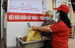 Tặng gạo cho hơn 1.300 hộ nghèo ở An Giang bị ảnh hưởng bởi dịch COVID-19
