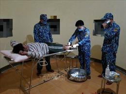 Quân y đảo Đá Lớn A cứu giúp ngư dân bị tai nạn lao động trên biển