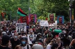 Làn sóng giận dữ lại bùng phát sau vụ cảnh sát Mỹ bắn chết một người da màu