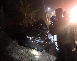 Va chạm giữa ô tô biển xanh và xe container khiến 4 người bị thương vong