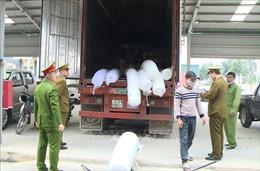 Phát hiện xe đầu kéo chở lô hàng lậu trị giá khoảng 5 tỷ đồng