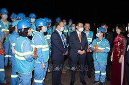 Bí thư Thành ủy Hà Nội thăm, chúc Tết công nhân vệ sinh môi trường Thủ đô