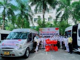 Những chuyến xe nghĩa tình đưa bệnh nhân nghèo về quê đón Tết