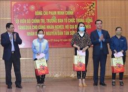 Đồng chí Phạm Minh Chính thăm, tặng quà Tết tại tỉnh Hòa Bình