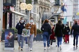 Pháp duy trì các biện pháp phòng dịch COVID-19 trong ít nhất 4 tuần tới