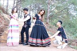 Thầy giáo trẻ với ý tưởng phát triển thời trang thổ cẩm của dân tộc Bahnar