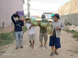 Tiếp tục cứu trợ cộng đồng người Việt gặp khó khăn do dịch COVID-19 ở Campuchia
