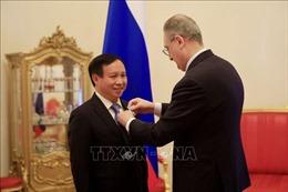 Trao Huân chương Hữu nghị cho Đại sứ Việt Nam tại LB Nga Ngô Đức Mạnh