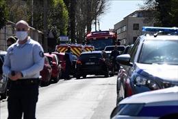 Không loại trừ động cơ khủng bố trong vụ tấn công bằng dao gần Paris