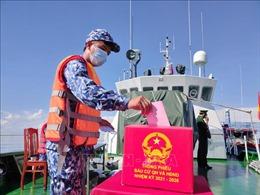 37 cán bộ, chiến sĩ làm nhiệm vụ trên vùng biển Bạc Liêu bầu cử sớm