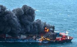 Sri Lanka đối mặt với ô nhiễm môi trường do cháy tàu chở hàng dài 186m