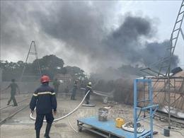 Bình Dương: Kịp thời dập tắt đám cháy lớn gần khu dân cư