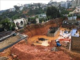 Mưa lớn gây sạt lở công trình 6 tầng ở Đà Lạt