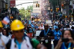 Diễu hành ở New York tôn vinh những người hùng chống COVID-19