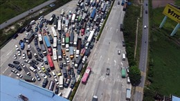Ô tô xếp hàng dài cả km tại cửa ngõ phía Nam Thủ đô