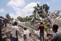 Chạy đua với thời gian để tìm kiếm, cứu hộ sau trận động đất mạnh ở Haiti