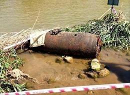 Phát hiện quả bom dài hơn 1 mét trên sông Trà Khúc