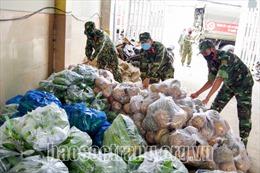 Quân khu 9 thu mua nông sản để hỗ trợ người dân TP Hồ Chí Minh