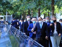 Chủ tịch nước Nguyễn Xuân Phúc thăm Khu tưởng niệm nạn nhân vụ khủng bố 11/9