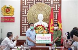 Công an An Giang hỗ trợ người dân gặp khó khăn