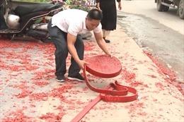 Tạm giữ hình sự thêm một đối tượng trong vụ đốt pháo tại đám cưới ở Sóc Sơn