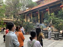 Các chùa được mở cửa nhưng tạm thời chưa đón khách quốc tế