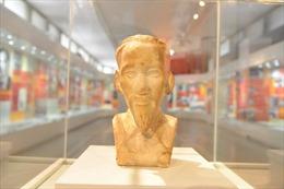 Trưng bày bức tượng từng lưu lạc nhiều năm của Bác Hồ