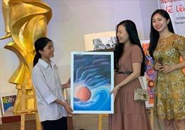 Triển lãm và đấu giá nghệ thuật 'Vẽ lên cổ tích'