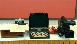 Những hiện vật giá trị TTXVN đã bàn giao cho Bảo tàng Báo chí Việt Nam trưng bày