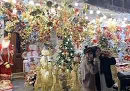 Phố Hàng Mã rực rỡ màu sắc mùa Giáng Sinh