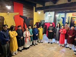 Không gian trưng bày áo dài truyền thống trong lòng phố cổ Hà Nội
