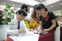 Ra mắt sách 'Thời cuộc và văn hóa' của nhà báo Hồ Quang Lợi