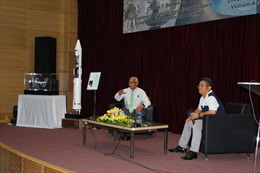 Phi hành gia 4 lần bay vào không gian đến Việt Nam giao lưu
