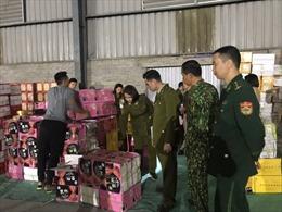 Thu giữ hơn 1 tấn bánh kẹo không rõ nguồn gốc tại Lào Cai