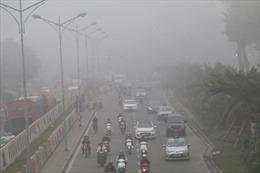 Chuyên gia khí tượng lý giải vì sao Hà Nội bị sương mù 'bủa vây'