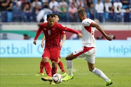 Lạnh gáy với pha vào bóng nguy hiểm của Trọng Hoàng với cầu thủ Thái Lan