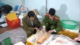 Hàng tấn trứng, thịt vịt không đảm bảo chất lượng bị thu giữ tại Hà Nội
